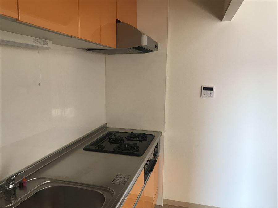 収納豊富なキッチンで、作業スペースがスッキリ広く使えます!