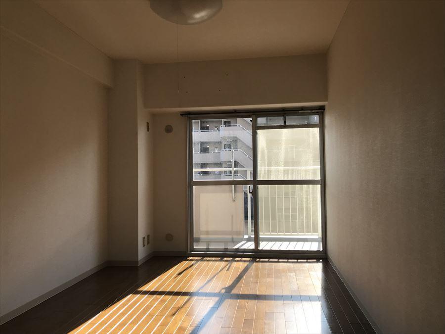 6帖の洋室は南側にあるので、暖かく明るい室内でお過ごしいただけます。