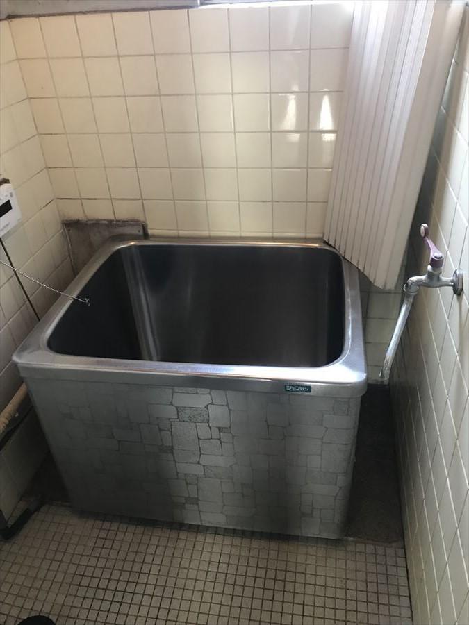 浴室は窓がついていますので換気ができ、清潔なお風呂を保てます◎リフォームで最新の浴室にチェンジすると更に明るい空間に♪
