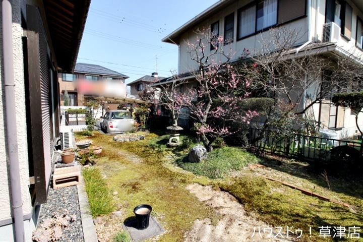 南側にお庭があります。陽当りもいいので、ガーデニングもお楽しみいただけます。