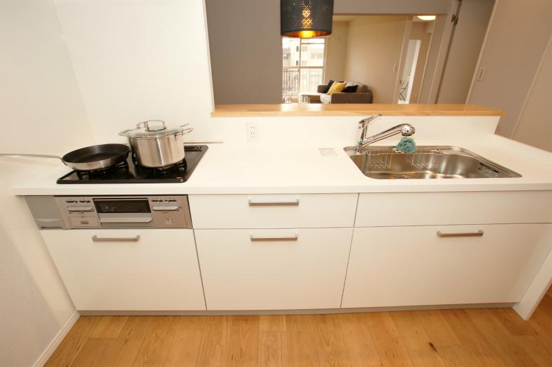 キッチン ワークトップも広く、作業しやすくなっております。