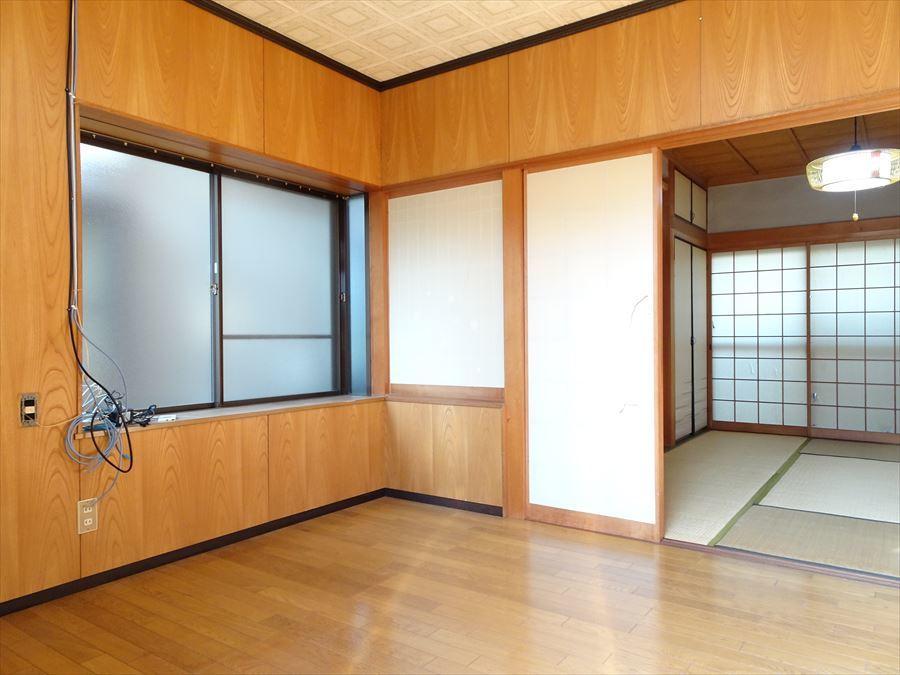 1階西側の洋室。和室の隣にあり、障子で仕切られています。