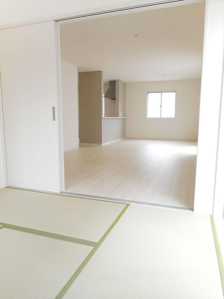 2階洋室には全てクローゼットを設置しております。 沢山の衣類や小物もすっきり収納可能です。 (同社施工例)