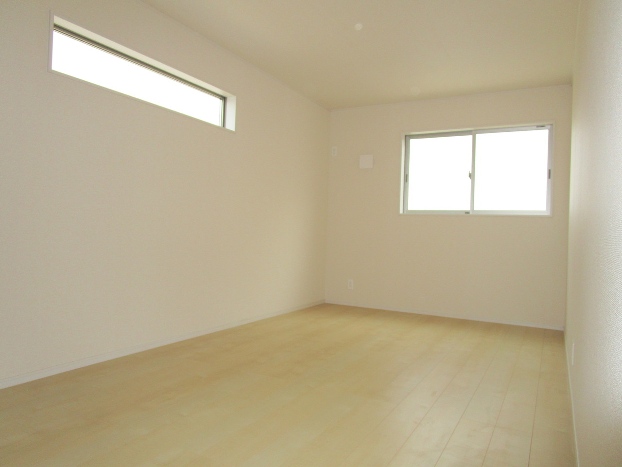 【同社施工例】南に面した2採光の明るい洋室