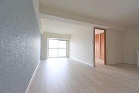 ≪当社リフォーム施工例≫LDK① シンプルな雰囲気のリビングにこだわった家具を置いてオシャレを楽しんでください♪