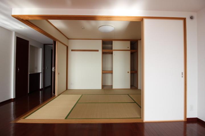 リビング横の畳コーナー。