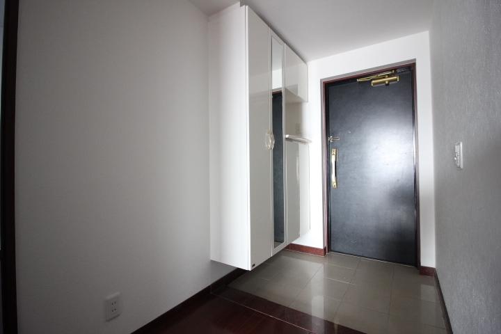 ご来客時も綺麗に片付いた玄関でお迎えできますね。
