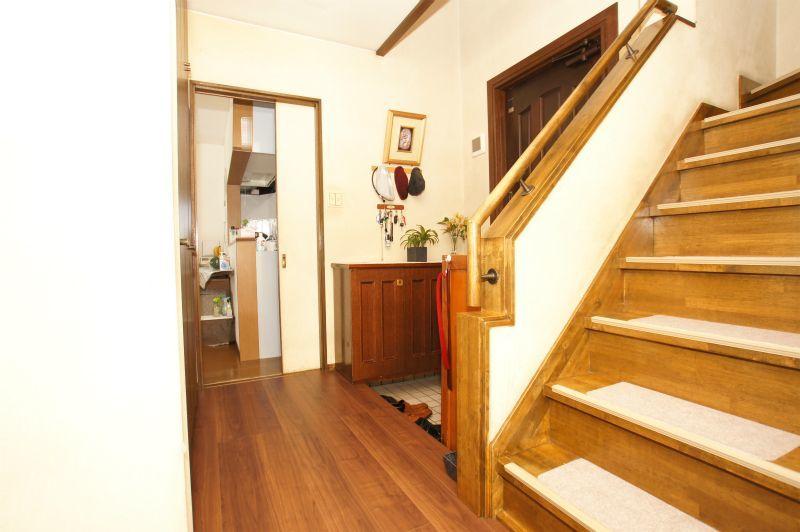 階段付近(玄関~廊下)