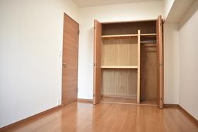 洋室7帖の収納です。 収納スペース充分あります。