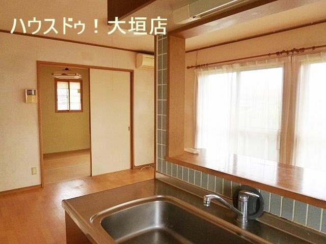 リビング横は和室が併設されております。