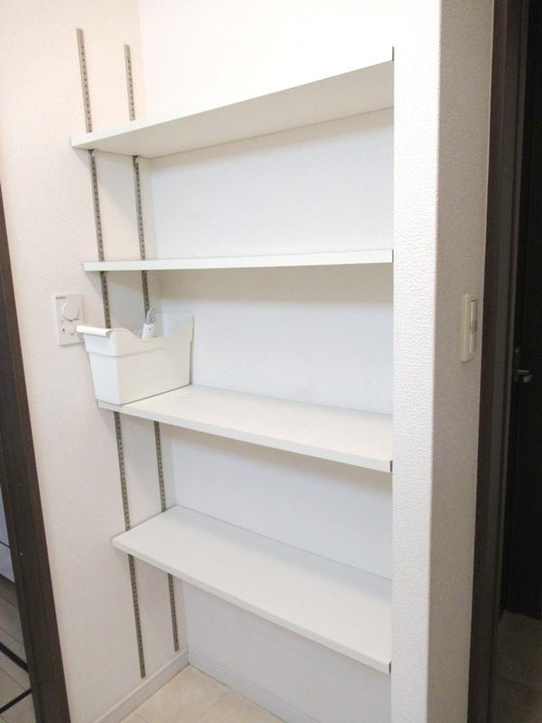 ◎洗面所・収納棚 洗面には収納棚付!タオルや着替え、シャンプーなどの消耗品の収納に大変便利です!