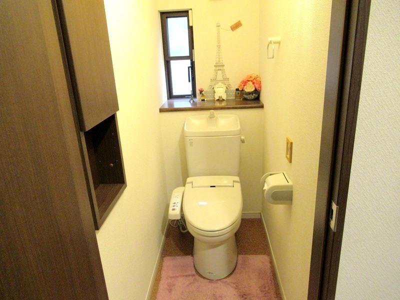 ◎トイレ トイレは1・2階ともにウォシュレット付! 壁には埋込収納も付いているので、トイレットペーパーなどの収納にも便利です!