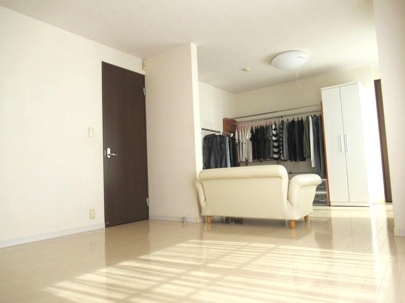 ◎洋室 2階の13.6帖の洋室は間仕切り工事可能!2LDK→3LDKに間取り変更もできます! ※別途工事費用がかかります