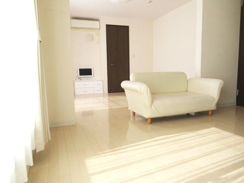 ◎洋室 全居室収納付!たっぷりの収納スペースで快適に暮らせそうです!2階にはWIC付で、季節物の衣類も収納できます!