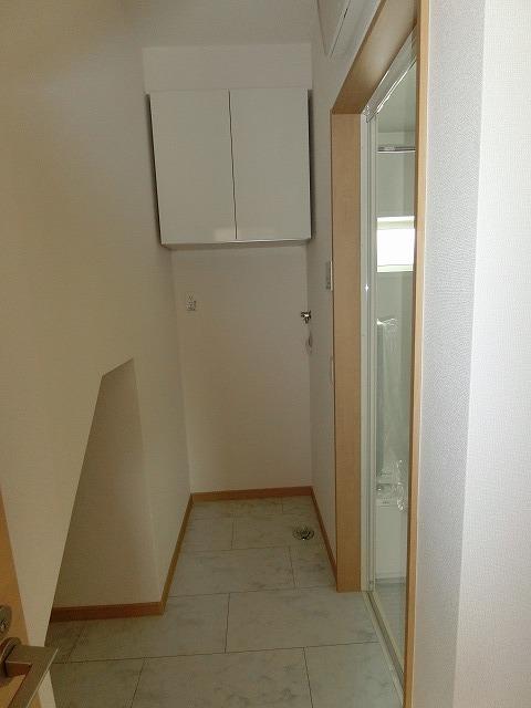 階段下や床下などのデッドスペースを収納用に利用できるように有効活用しました。