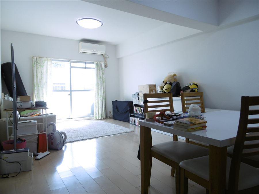 19帖以上の広々としたリビング♪日当たりも良く明るいお部屋で心地よく過ごせます(^^)