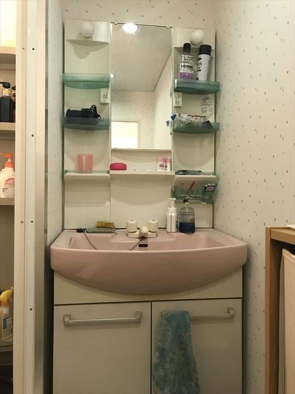 洗面台は収納部分も多くお出かけ前の準備はここでバッチリ!