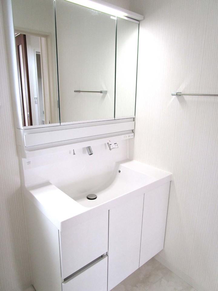 大きくて使いやすい洗面台です♪