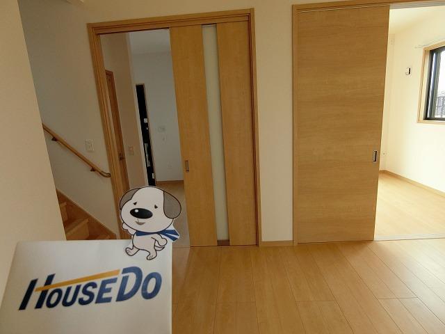 リビングから、和室・洗面・階段へと、リビングを中心とした設計です。