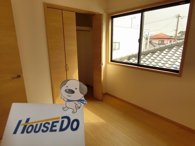 2階4.5畳の洋室。各居室に収納があります。