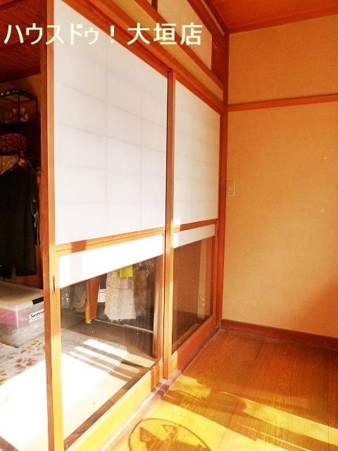 雪見障子のある和室は、趣があり、お部屋にいながらお庭の景色を楽しんで頂けます。