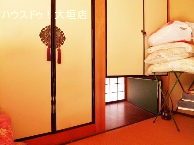 玄関からも直接出入りできる和室は、客間としてもお使い頂けます。