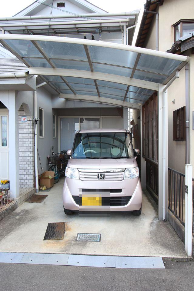 駐車1台可能です。 カーポートもついており、雨の日でも安心♪