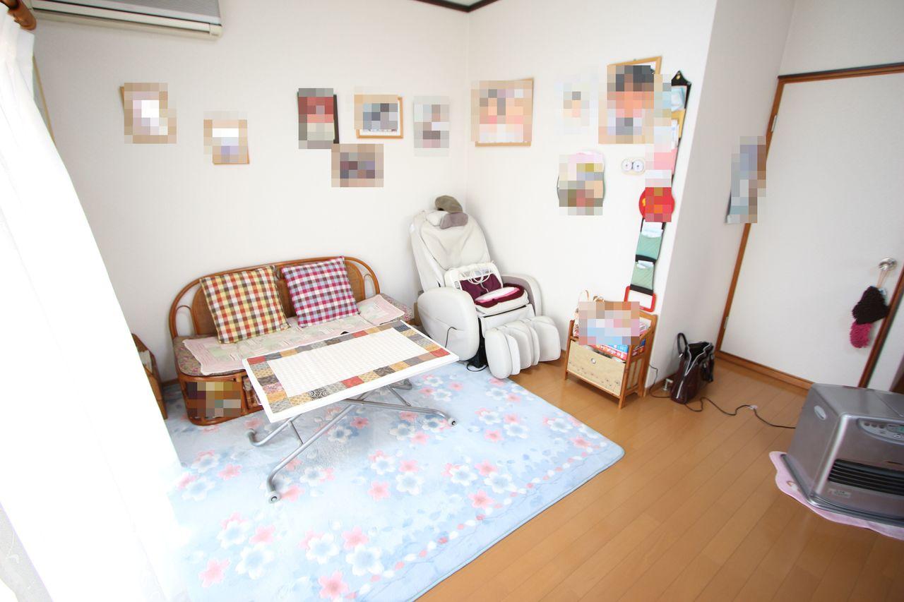 白を基調としたさわやかな室内。 フローリング貼りでお掃除も楽々。 清潔に保てます。