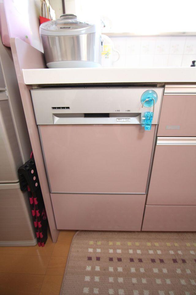 キッチンには食器洗浄乾燥機を設置。 忙しい奥様に嬉しい設備です。