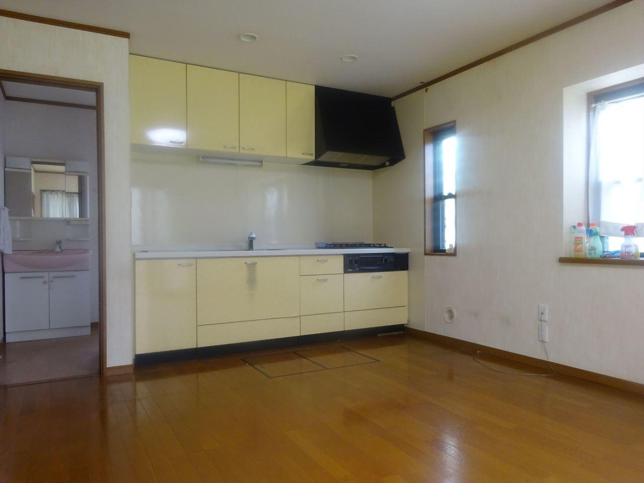 【家具】 緑多い青梅市にマッチしたアウトドアなお部屋を作りませんか? カントリー調の家具を飾ってアクティブな心躍る一部屋を一緒に作りましょう?