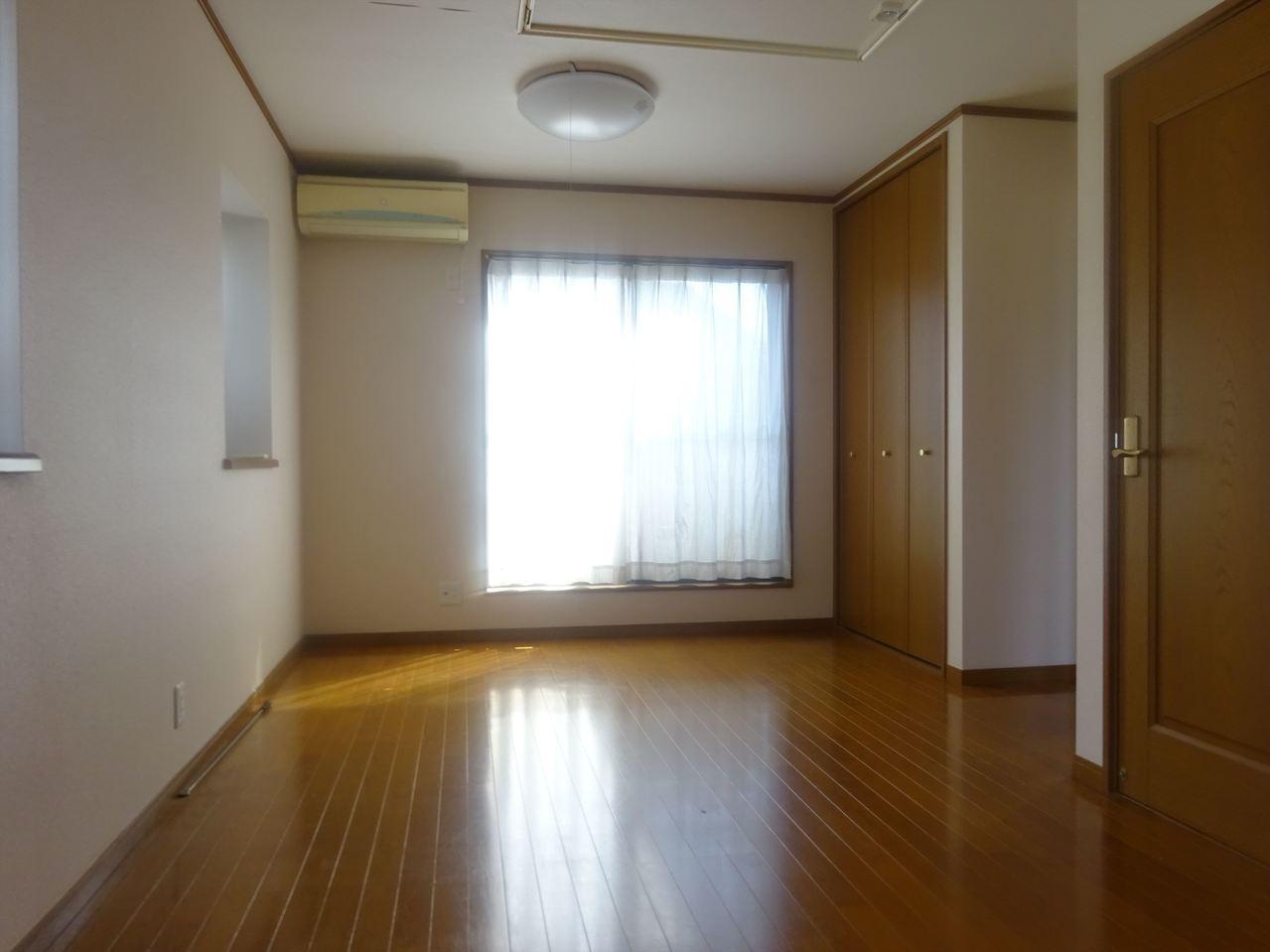 【家具】 気の利いたオシャレ家具を飾って自分だけのオシャレ空間を作りませんか? 温かみのある素材で気分も上々、毎日楽しく過ごせそうですね♪