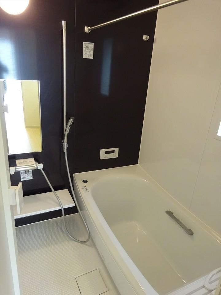 スタイリッシュで清潔感のある浴室です