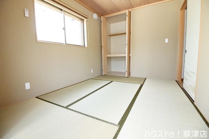 ナチュラルな印象の内装は、家具やカーテンを選ばず住まいやすいデザインです。