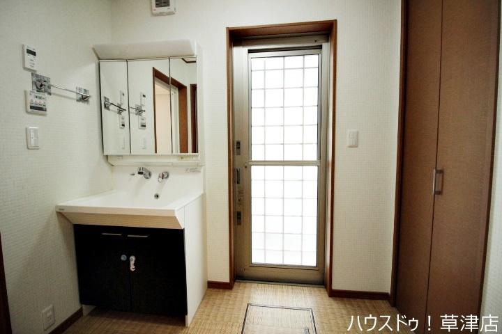 浴槽でゆったりとリラックスタイム♪毎日の疲れを取る癒しの場所ですね♪