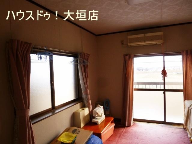 2階洋室からもバルコニーへ出入り可能。