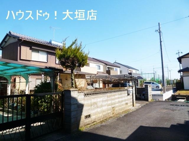 中川小学校まで徒歩4分、主要道路に近く通勤通学に便利な環境です。