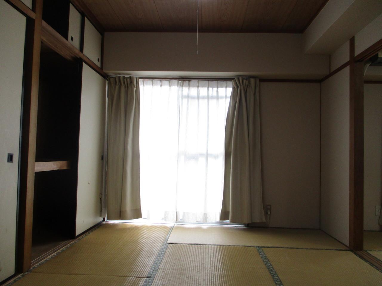 押入れのある落ち着いた和室