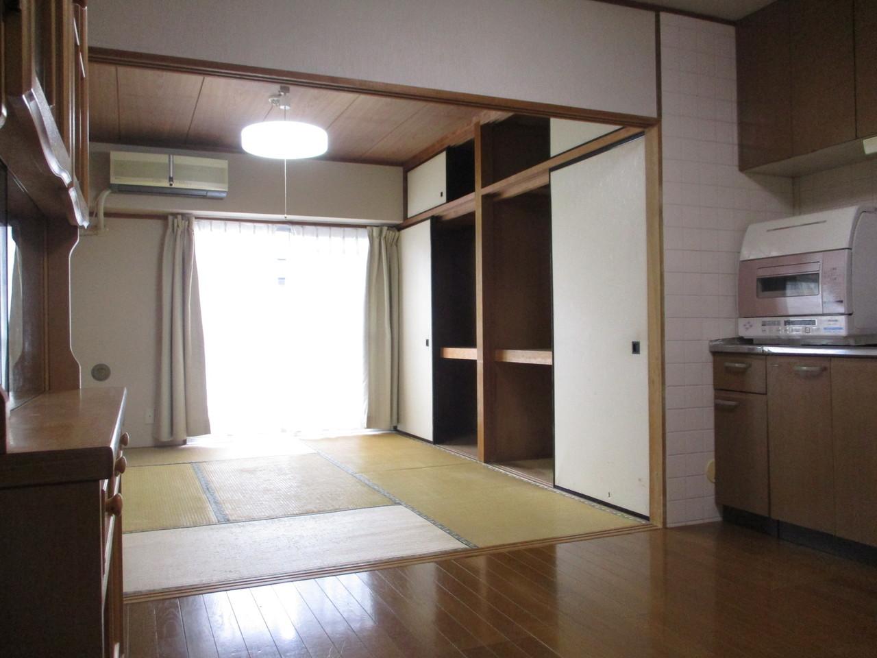 ダイニング・キッチンと和室がつながっていて、行き来しやすくなっています。