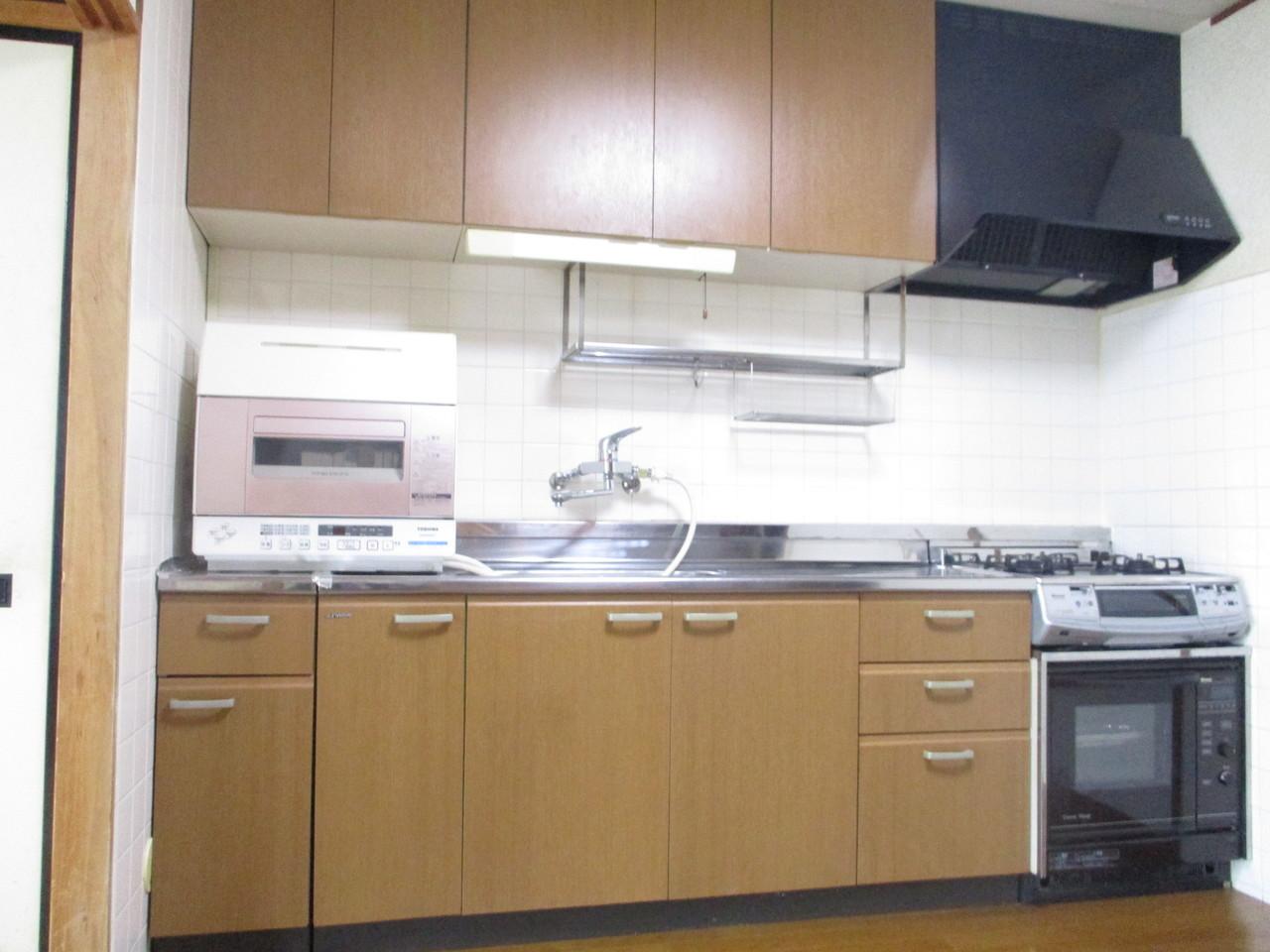 とてもきれいなキッチンで、収納もたくさんあります。