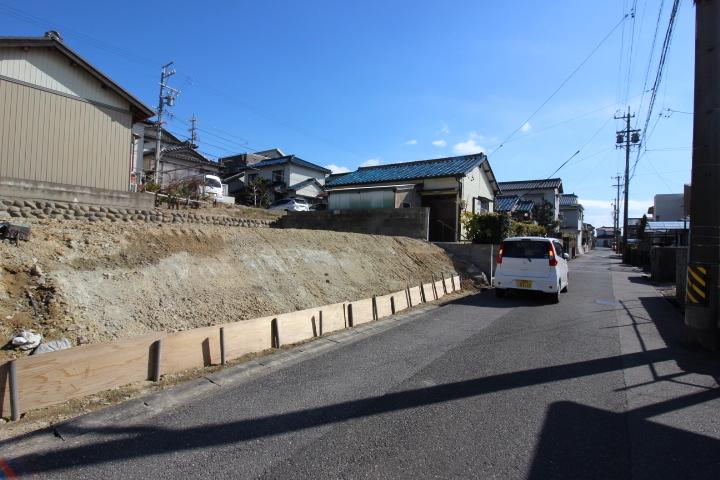 名鉄常滑線 西ノ口駅まで徒歩10分。 名古屋方面へのアクセスも便利。