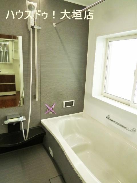 浴室乾燥機付きで雨の日のお洗濯も安心です。