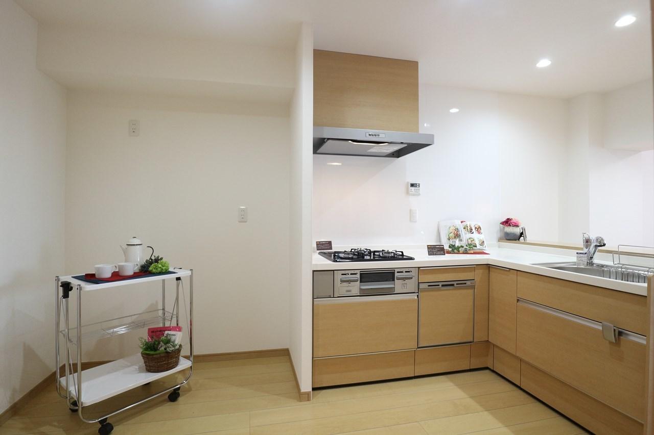 システムキッチン新調。食洗機付いています。