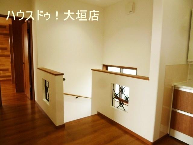 2階にも洗面化粧台。朝の洗面渋滞を解消します