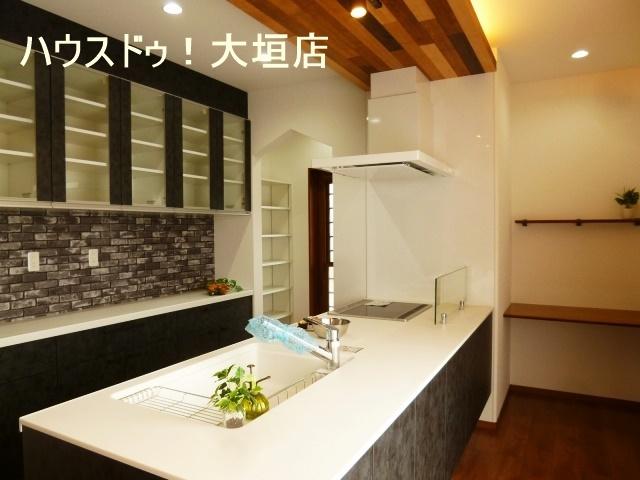 キッチン奥にはパントリー完備。大きなものから小さなものまで、収納できます。