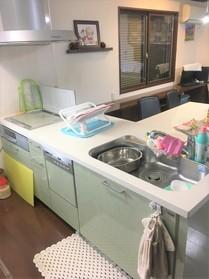 システムキッチンなので お手入れ楽々ですよ  毎日清潔なキッチンでお料理できますよ