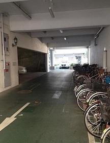 駐輪場です  屋根があるので  自転車が雨でぬれず  安心です  料金は月額200円です