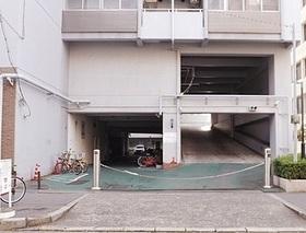 駐車場は現在空き無しですが  随時更新しますので  お気軽にお問い合わせください  料金は月額11000円から16000円です