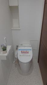 便器・温水洗浄便座新調済みです  清潔感あふれる  落ち着く空間です
