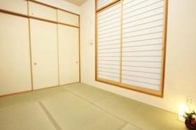 和室6帖です  畳新調済みです  客間やキッズスペースとして  マルチに活躍できます