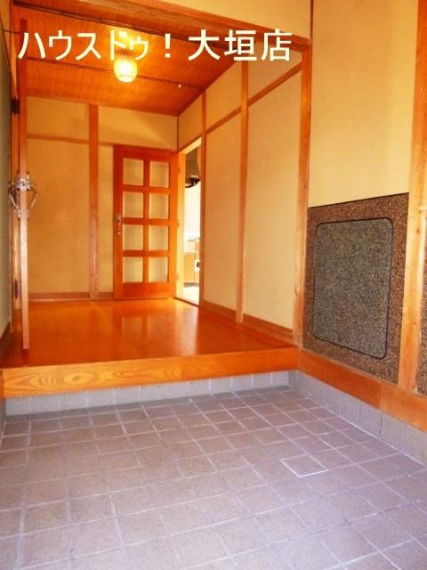 玄関上がりが広く解放感のある空間です。